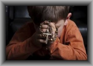 boy praying rosary2